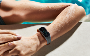 oneplus-smartband-swimming
